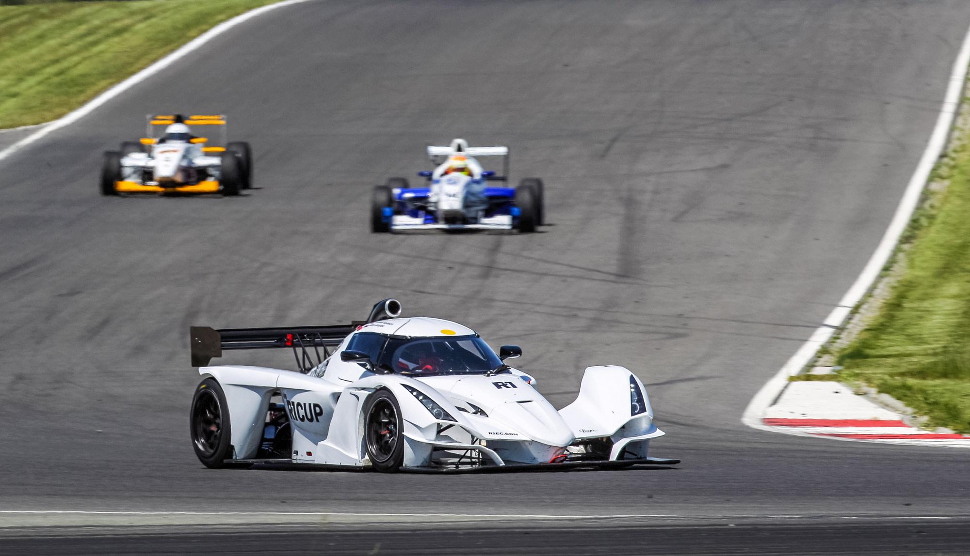 Praga R1 dominated at Slovakia Ring