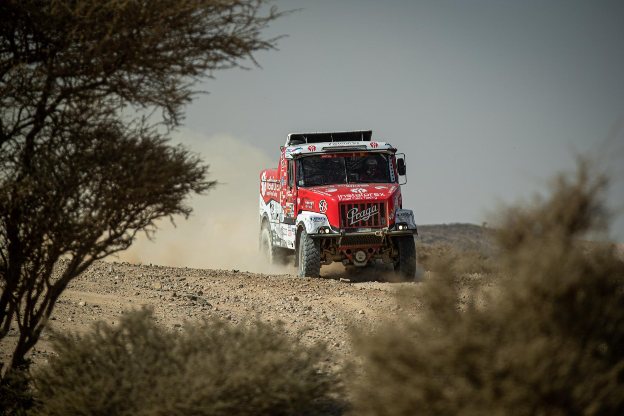 Dakar 2021: Nerve-wracking but beautiful second place for Loprais
